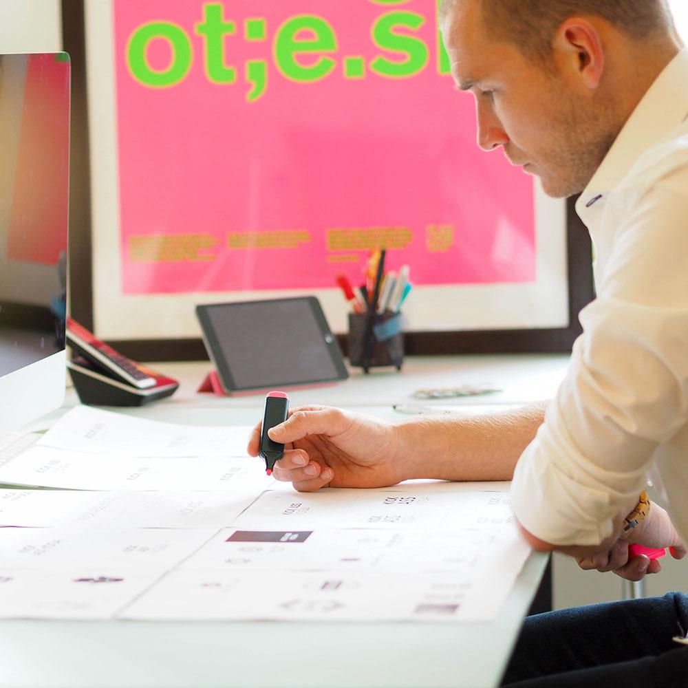 Variante B Corporate & Brand Design